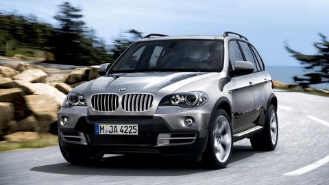 Саратовские полицейские вернули горожанину угнанный BMW x5