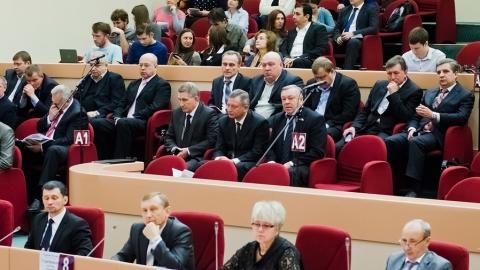 Саратовские депутаты собрались на юбилейное заседание гордумы. Фоторепортаж