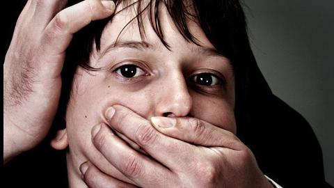 Педофил подманил десятилетнего мальчика угощениями и надругался над ним