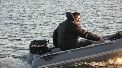 Владельцам надувных лодок напоминают, что лед опасен для жизни