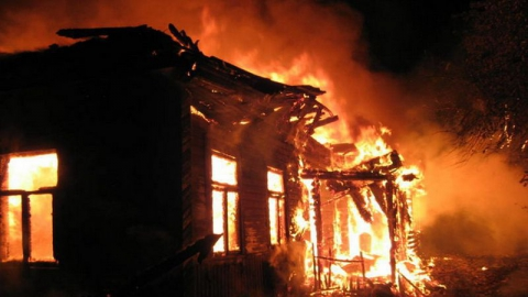 На двух пожарах в Вольске и окрестностях погибли трое мужчин