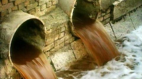 Коммунальщики незаконно сбрасывали сточные воды в Волгу