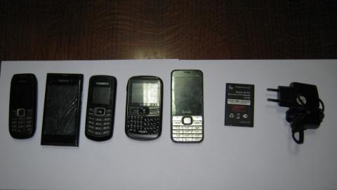 В выходные заключенным не передали 14 телефонов
