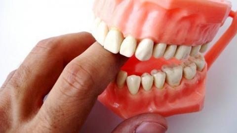 Грабитель отобрал у пенсионерки зубные протезы