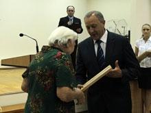 Губернатор вручил ветеранам ВОВ 66 свидетельств на покупку жилья