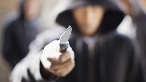 В Шиханах недалекий разбойник навестил знакомую со взломом и угрозами