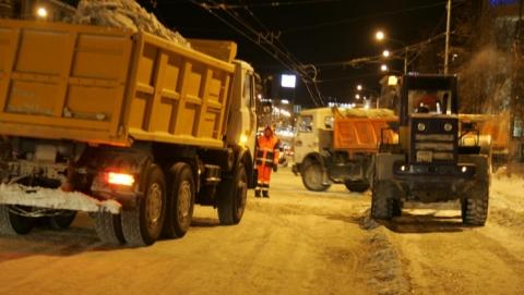 Ночью коммунальщики очистят от снега дороги и тротуары в центре Саратова