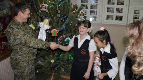 Саратовские полицейские обменялись подарками с учениками коррекционной школы