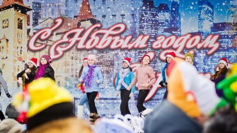 Александр Буренин вручил Деду Морозу ключ от резиденции в Саратове