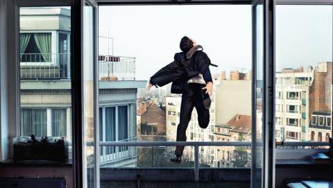 Саратовец зарезал пенсионерку и неудачно спрыгнул с ее балкона