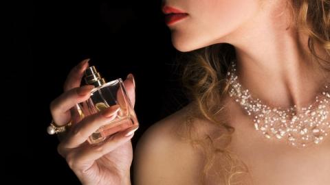 Грабитель в Энгельсе пытался присвоить флакон парфюма