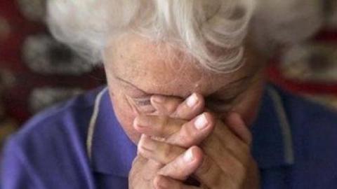 В Вольске грабительница ради денег избила 88-летнюю пенсионерку
