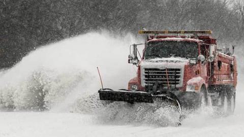 Завтра саратовцев ждет штормовой ветер и снежные заносы