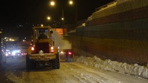 Центр Саратова ожидает ночная расчистка дорог и тротуаров