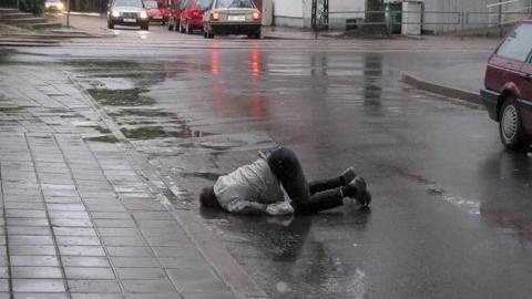 Брошенную пьяницей возле школы сумку с закуской приняли за бомбу