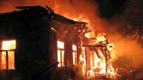 В Вольске на пожаре погиб неопознанный мужчина
