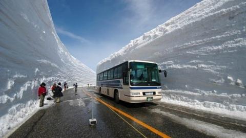 Валерий Радаев велел жестко и незамедлительно карать за снег и ямы