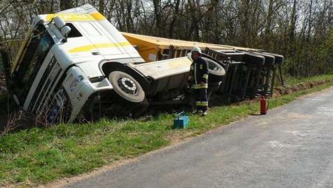 Водитель автопоезда из Саратова устроил автокатастрофу под Тулой