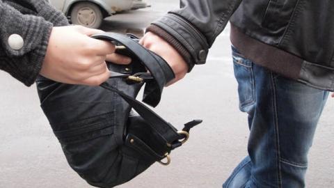 Саратовец отобрал у тверской пенсионерки 80 тысяч рублей