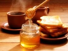 По инициативе пчеловодов на площади Саратова освятили мед