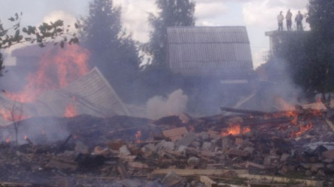 ЧП в Федоровском районе: Сосед вынес ребенка из пылающего дома