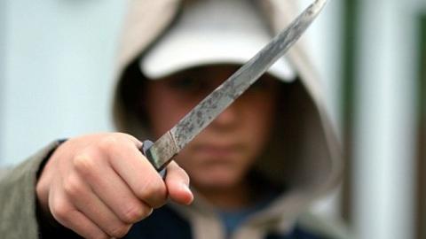 У Елшанской администрации пьяный угрожал ножом участковому