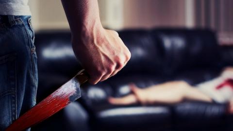Саратовец ткнул знакомую ножом в живот за 400 рублей