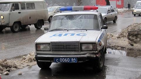"""В Саратове юноша попытался угнать у полицейских """"семерку"""""""
