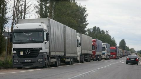Водитель грузовика попытался дать взятку инспектору ДПС