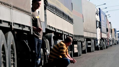 В Саратовской области на месяц запрещено движение большегрузов