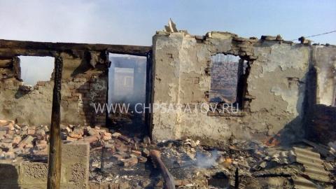 В доме из пропитанных маслом шпал сгорела женщина