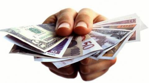 В Саратове на семью приходится 1,7 непогашенного кредита