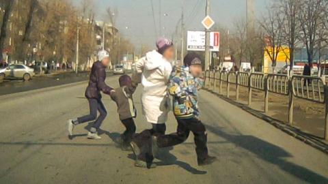 """Дорожные полицейские оштрафовали у """"Оранжевого"""" десятки пешеходов"""