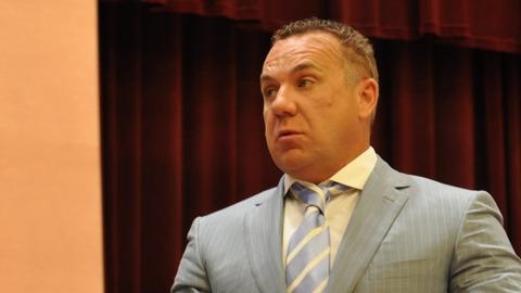 Олег Грищенко считает право штрафовать за сидение на спинках скамеек похожим на первоапрельскую шутку