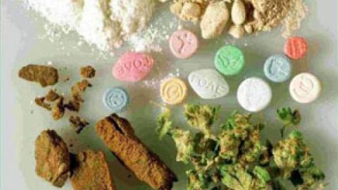 Саратовские автоинспекторы отняли у нарушителей 11 пакетов с наркотиками