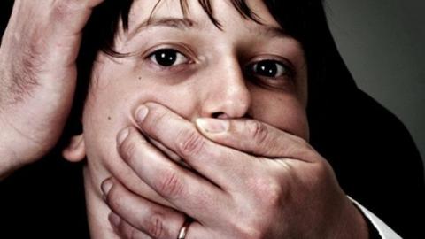 Мужчина подозревается в похищении и сексуальной эксплуатации ребенка