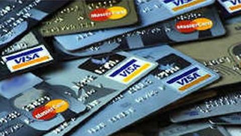 Экс-наркополицейский сходил на шопинг с чужой банковской картой