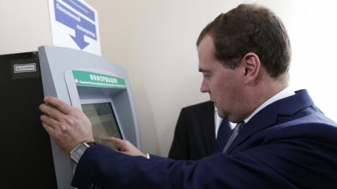 Медведев предложил обсудить вопрос о продлении карьеры депутатов