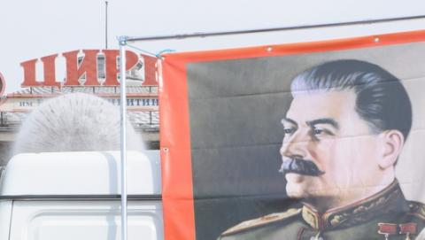 Коммунисты в Саратове отметили Первомай под портретом Сталина