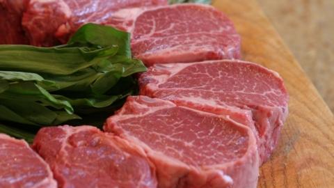 Инспектор ДПС отказался от взятки и проверил нелегальное мясо