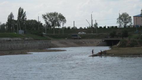 Следователи выяснят обстоятельства смерти ребенка в балаковском водоеме