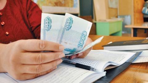 Директор питерской школы присвоила деньги на доплаты учителям