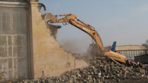 Жители Новоузенской жалуются на снос домов застройщиком до расселения