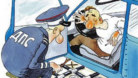 В Балашове за взятку уволили сотрудника автоинспекции