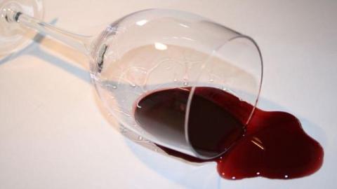 Пятилетняя девочка попала в больницу после стакана вина