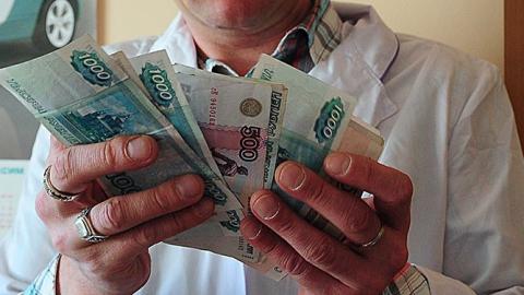 Саратовские врачи по зарплатам - четвертые с конца в Приволжье