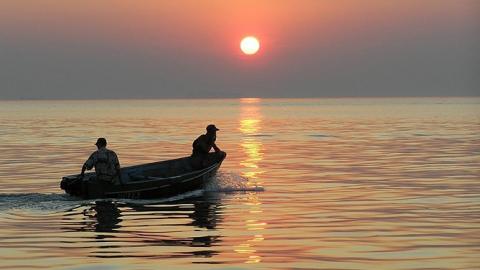Под Балаковом коряги помешали спасателям искать утонувшего рыбака