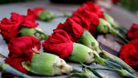 Валерий Радаев вместе с героями СССР возложил цветы к мемориалу