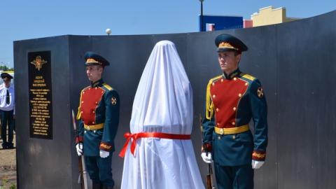 В поселке Юбилейный Саратова появился памятник Герою РФ Николаю Исаеву