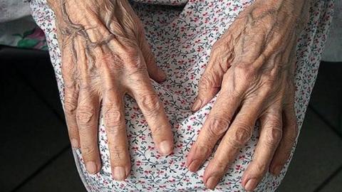 В Саратове расследуют предполагаемый суицид долгожительницы